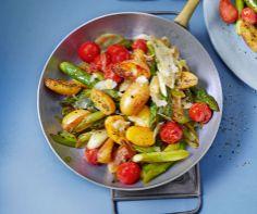 Kartoffelpfanne mit Spargel und Tomaten