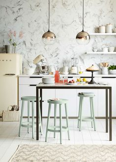 Browse stylish kitchen decor inspiration, furniture and accessories on Domino. See all our favorite kitchens and styles. Find furniture ideas, kitchen appliances and paint colors for your kitchen. Home Design, Interior Design, Design Ideas, Cosy Interior, Interior Modern, Design Concepts, Blog Design, Design Trends, Classic Kitchen