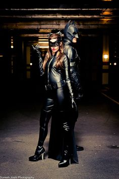 Wow, loving this #TDKR Catwoman / Batman picture. Awesome shot
