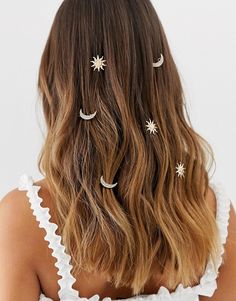ASOS DESIGN pack of 6 hair clips in sun and moon design in gold tone at ASOS. Shop this season's must haves with multiple delivery and return options (Ts&Cs apply). Bandana Hairstyles, Fancy Hairstyles, Curled Hairstyles, Sun In Hair, Sun And Moon Costume, Space Costumes, Asos Wedding, Wedding Clip, Fresh Hair