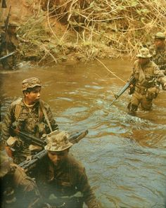 """""""Come, America, come."""" South Vietnamese Special Forces cross a river, Vietnam War Military Art, Military History, Marine Recon, Vietnam War Photos, North Vietnam, Green Beret, American War, Vietnam Veterans, Special Forces"""
