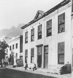 Commercial Street, Cape Town c.1930, with the town house built by Willem Jan Klerck (1790s) in the foreground. From the Arthur Elliot Collection in the Cape Archives.