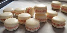 reteta macarons perfecte pas cu pas (5) Cake Recipes, Dessert Recipes, Desserts, Pastry Cake, Food Cakes, Mini Cupcakes, Macarons, Creme, Cheesecake