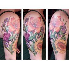 Part - fresh,  part -healed look at today's finished flower project!  #nohopenofeartattoo #tattoo #portland #tattoosbyinkstress #flowertattoo