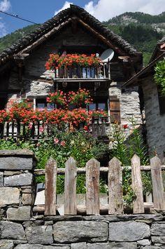 Swiss Chalet, Sonogno, Ticino, Svizzera/Switzerland