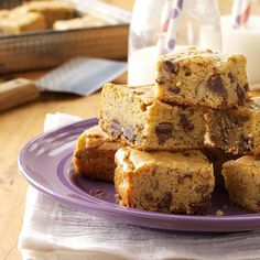 Chippy Blond Brownies Recipe -If you love chocolate and butterscotch, you won't… Blonde Brownies, Chewy Brownies, Easy Desserts, Delicious Desserts, Dessert Recipes, Bar Recipes, Recipies, Bake Sale Recipes, Baking Recipes