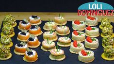 Canapés o aperitivos de ahumados, ESPECIAL NAVIDAD Tapas, Ideas Para Canapés, Canapes Salmon, Decadent Cakes, Catering Display, Party Finger Foods, Xmas Food, Mini Cupcakes, Cake Cookies