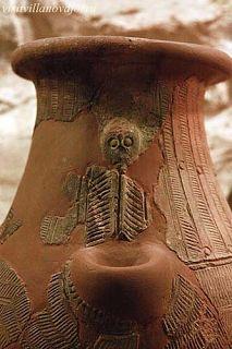 Fig. 3. Un secondo vaso frammentario dal nuraghe Genna Maria,  museo di Villanovaforru