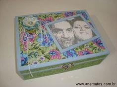 Caixa em madeira pintada e trabalhada com a técnica de Patch décor