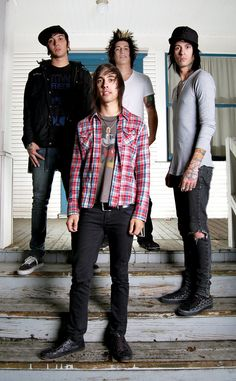 All these old pics of them. Look, no neck tattoos, Jaime has his bleached hair, Vic's hair is significantly less swishy. But they're just so damn cute!