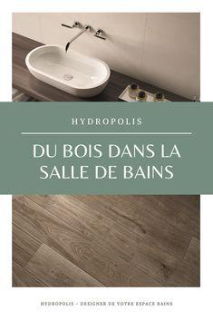 Pour une salle de bains chaleureuse at authentique, mettez une petite touche de bois ! Les revêtements de sol en grés cérame ont la côte et imitent parfaitement le bois avec un choix de nuances très varié. Besoin d'inspirations ?  Un projet d'aménagement ou de rénovation ? Contactez-nous!  #bois #wood #grescerame #salledebains #bains #bathroom #deco #design #interieur #maison #decoration #scandinave #nature #carrelage Authentique, Bath Mat, Sink, Deco Design, Decoration, Nature, Warm, Shades, Scandinavian