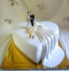 Wedding cakes, you should click these really useful pin number 5587610427 today. - - Wedding cakes, you should click these really useful pin number 5587610427 today. Unusual Wedding Cakes, Pretty Wedding Cakes, Amazing Wedding Cakes, Wedding Cake Rustic, Wedding Cakes With Cupcakes, Elegant Wedding Cakes, Cupcake Cakes, Cake Decorating Designs, Cake Decorating Videos