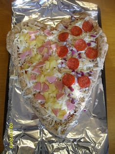 Heart pizza, pink pancakes, and a homemade Valentine's Day banner your kids can make. Last Minute Valentine's Day Ideas for the family :)
