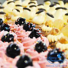 Dolcetto, Torta, o pasticcino? Da #NuovaPasticceria, solo #dolci, niente #scherzetti :) Buon #Hallowen a tutti!