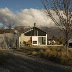 Arrowtown Farm House designed by Team Green Architects Arrowtown New Zealand, Exterior Design, Interior And Exterior, Farm Shed, Countryside, Beautiful Homes, Farmhouse, House Design, Cabin