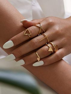 Shop Disc & Geometric Decor Ring at ROMWE, discover more fashion styles online. Hand Jewelry, Womens Jewelry Rings, Cute Jewelry, Jewelry Bracelets, Women Jewelry, Pearl Necklaces, Bangles, Jewellery Earrings, Handmade Jewellery