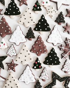 60 Easy Christmas Treats That'll Make Holiday Baking Even More Joyful The only thing more fun than making these sweets is eating them! Christmas Mood, Merry Little Christmas, Noel Christmas, Christmas Goodies, Christmas Desserts, Christmas Treats, Christmas Baking, Holiday Fun, Christmas Decorations