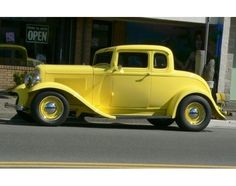 This 1920s car reminds me a lot of Gatsby's, only his was a bit lighter colored.