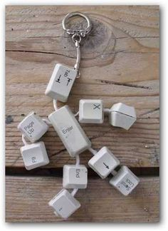 Is your desktop personal computer or laptop your BFF, maybe the two are? Possibly you are much more of a personal computer beginner and desire you had. Upcycled Crafts, Recycled Art, Alter Computer, Key Crafts, Keyboard Keys, Ways To Recycle, Repurpose, Reuse, Geek Gadgets