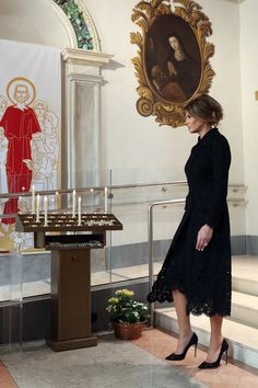Melania Trump Photos - United States First Lady Melania Trump visits the Pediatric Hospital Bambin Gesu on May 24, 2017 in Vatican City, Vatican. The President Trump and Fist Lady will return on Italy on Friday attending the Group of 7 Summit in Sicily. - Melania Trump Visits the Paediatric Hospital Bambin Gesu