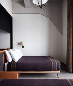 Ace Hotel Kyoto in Japan, with architecture and interior design by Kengo Kuma and Commune, is now available for bookings. Kengo Kuma, Ace Hotel, Design Hotel, Guest Bed, Guest Room, Hotel Guest, Retro Chic, Design Living Room, Types Of Rooms