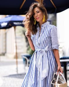 2019 most popular striped dress, let's take a look at the stylish striped dress! Fashion Mode, Cute Fashion, Modest Fashion, Fashion Dresses, Fashion Hacks, Spring Fashion, Womens Fashion, Classy Casual, Classy Outfits