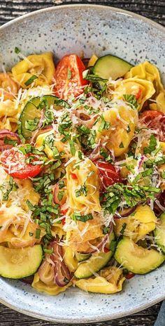 Rezept: Scharfe Pilz-Tortellini-Pfanne mit Kirschtomaten und Zucchini Veggie / Schnell / Vegetarisch / Scharf / Schnell / 25 Minuten / Pasta / Italienisch / Mediterran