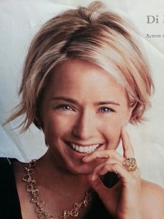 Tea Leoni hair cut