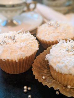 Vegan Cream Cheese, Cream Cheese Frosting, Vegan Desserts, Vegan Recipes, Meals For Four, Coconut Cupcakes, Paper Cupcake, Vegan Butter, Frosting Recipes