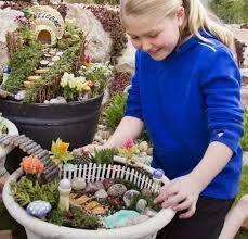 """Résultat de recherche d'images pour """"miniature garden"""" Fairies Garden, Fairy Gardens, Miniature Gardens, Wood Projects, Diy And Crafts, Preschool, Images, Sons, Garden"""