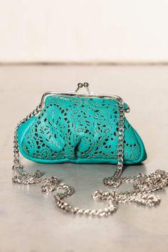 Mini pochette pelle azzurro. #scervinostreet #accessori #shoponline
