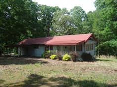 Check this out! 2 BR, 1 BA on 5.56 acres! in Huntingdon TN