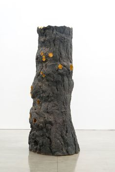 GIUSEPPE PENONE Luce zenitale / Zenithal Light, 2012  Bronze and gold  157 1/2 x 59 1/8 x 59 1/8 inches (400 x 150 x 150 cm) © Giuseppe Penone   Photo by Josh White