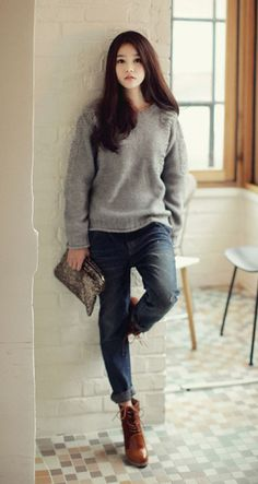 Casual look : sweater, jeans, boots Korean Fashion Dress, Korean Fashion Winter, Ulzzang Fashion, Korean Outfits, Asian Fashion, Korean Winter, Korea Fashion, Korean Clothes, Cute Fashion