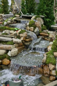 Amazing Fish Pond Ideas for Your Garden. Here we go, we give you some fish pond ideas. Has fish pond at home gives many advantages. From entertainment to eliminate boredom, beautify the look . Backyard Water Feature, Ponds Backyard, Garden Pond Design, Landscape Design, Garden Fountains, Fountain Garden, Outdoor Fountains, Diy Pond, Garden Waterfall