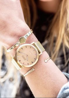 Rose gold watch + dainty bracelets//
