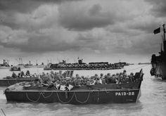 Weymouth Portland Harbour,  l'embarquement début juin 1944. Au premier plan le LCVP PA13-22, il est attribué au APA 13 soit l'USS Joseph T. Dickman à Utah Beach le 6 juin 1944.