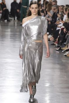 http://www.vogue.com/fashion-shows/fall-2017-ready-to-wear/paco-rabanne/slideshow/collection