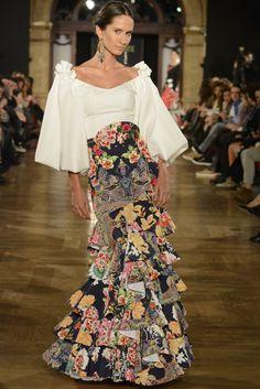 We Love Flamenco abrió ayer la temporada de moda flamenca con una primera jornada que se caracterizó por la diversidad de color y estilos sobre la pasarela.