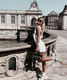 Image shared by farida. Find images and videos about girl, fashion and style on We Heart It - the app to get lost in what you love. Mode Inspiration, Fashion Outfits, Womens Fashion, Summer Looks, Divas, Cute Outfits, Street Style, Vogue, Photoshoot