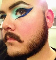 Really into some supa graphic eyeliner.
