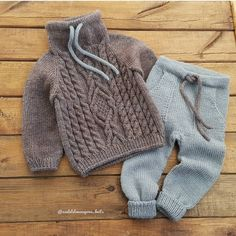 Pink Baby Cardigan With Hook Knitting Knitted - Diy Crafts - maallure Baby Boy Knitting Patterns, Knitting For Kids, Baby Patterns, Baby Sweaters, Girls Sweaters, Baby Boy Outfits, Kids Outfits, Pull Bebe, Knitted Baby Clothes