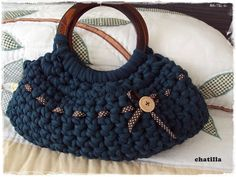 Another bag made with croshe Crochet Fabric, Crochet Needles, Crochet Handbags, Crochet Purses, Knit Or Crochet, Filet Crochet, Crochet Bags, Woolen Craft, Diy Purse