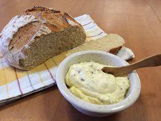 Liian hyvää: Valkosipulilevite ja vehnäinen pataleipä