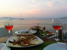 The definition of a romantic dinner by the sea..