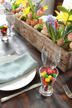 Love the jelly beans next to the plates! DIY Pallet Flower Box for Easter or Spring Centerpiece. Pallet Flower Box, Pallet Boxes, Flower Boxes, Flower Holder, Wood Box Centerpiece, Decoration Table, Easter Centerpiece, Easter Decor, Spring Decorations