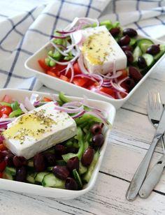 Horiatiki - perinteinen kreikkalainen maalaissalaatti - Jannen Keittiössä-ruokablogi