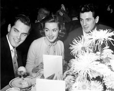 Jeffrey Hunter, Barbara Rush and Rock Hudson share a table. Hollywood Music, Golden Age Of Hollywood, Vintage Hollywood, Hollywood Glamour, Barbara Rush, Jeffrey Hunter, Rock Hudson, Hottest Male Celebrities, Heaven Sent