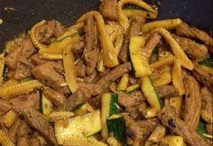Cukkinis-bébikukoricás sertéscsíkok recept képpel. Hozzávalók és az elkészítés részletes leírása. A cukkinis-bébikukoricás sertéscsíkok elkészítési ideje: 60 perc