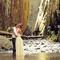 Ashley + Andrew // Oneonta Gorge Elopement // movingpictureweddings.com